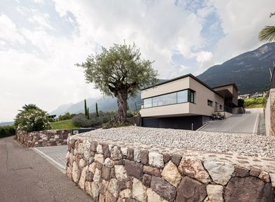 The Villa Pernstich is situated in a quiet location in Caldaro, Villa di Mezzo
